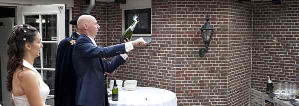 sabreren champagne kurk bruiloft trouwen receptie