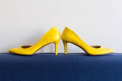 gele trouwschoenen