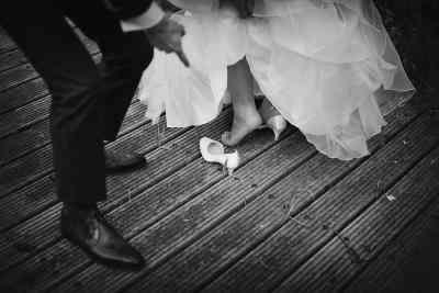 trouwschoen bruid zit vast