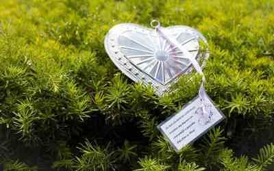 Een zilveren hart als bedankje op de bruiloft
