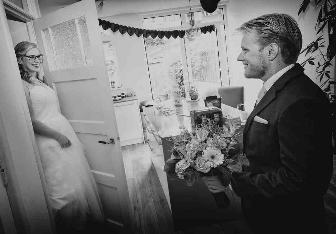 zwart-wit fotojournalistiek trouwdag