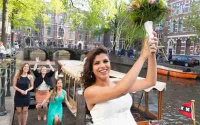Bruid met bruidsboeket Amsterdam