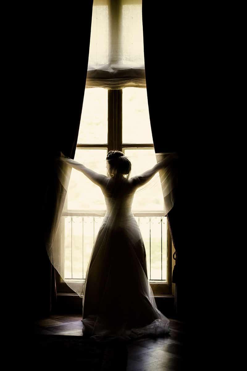 bruid raam kasteel bruidsfoto Lisse
