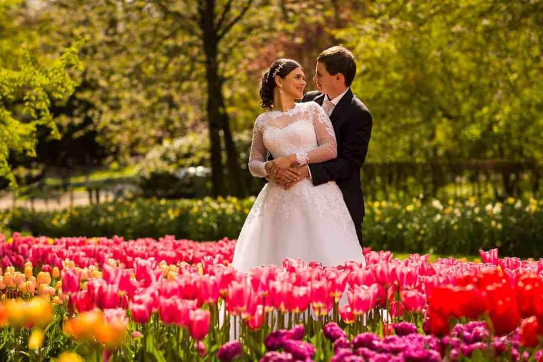 bruidspaar tulpen trouwfotograaf