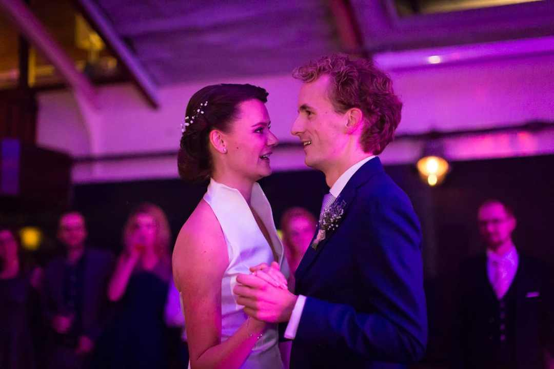 bruidsfotografie feest bruiloft 's avonds