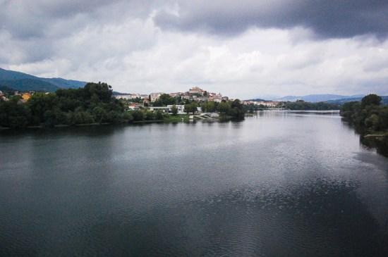 Uitzicht op Tui, op de grens van Portugal en Spanje