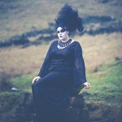 gothic-dress-morticia-3