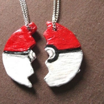 pokeball-friendship-necklace-3