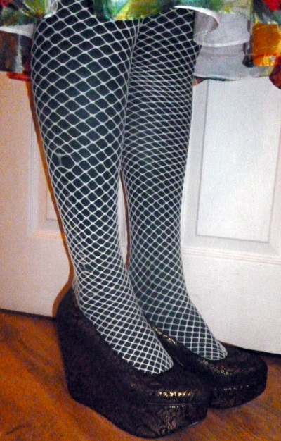 fishnets-over-opaque-tights