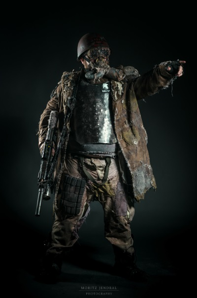 Rad Roach Gear Scavenger Outfit Moritz Jendral Photography