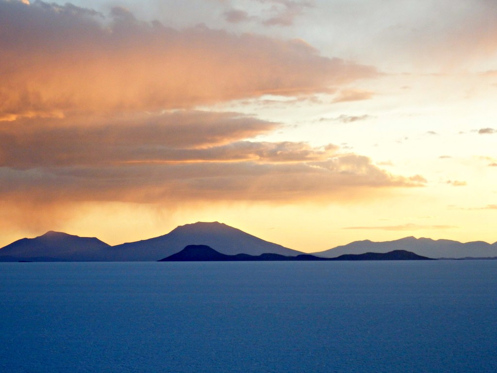 uyuni salt flats sunset