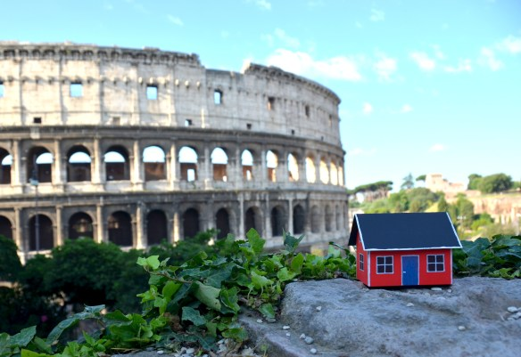 On June 28, 2013 Emil Vinterhav brought Moonhouse #1.4 to Rome. Here at Colosseum, the third of the Seven Wonders of the World to be visited by Moonhouse Expedition