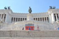 Emil Vinterhav brought Moonihouse #1.4 to Rome and Monumento Nazionale a Vittorio Emanuele II