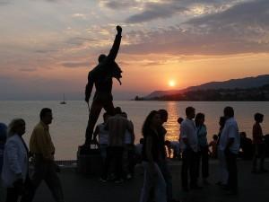 Diecinueve años sin Freddie Mercury. Estatua del cantante a orillas del lago Ginebra en Montreaux (Suiza).