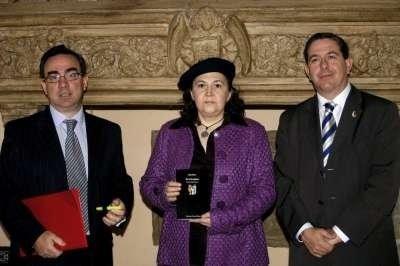 """Katy Parra Carrillo Premio Internacional de Poesía Miguel Hernández. Presentación en Toledo del poemario """"Por si los pájaros""""."""
