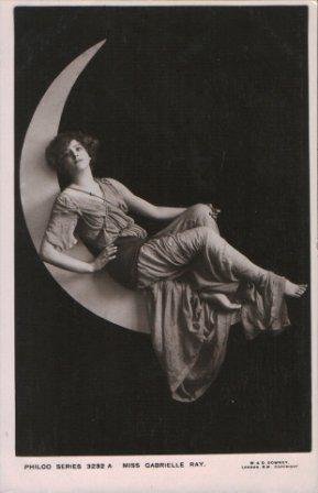 Alunizaciones de Moon Naciente. Miss Gabriele Ray en la luna<br /> Downey, Londres