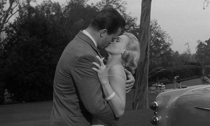 El Beso Mortal (Kiss Me Deadly). Robert Aldrich 1955. Beso con la hermana del malo.