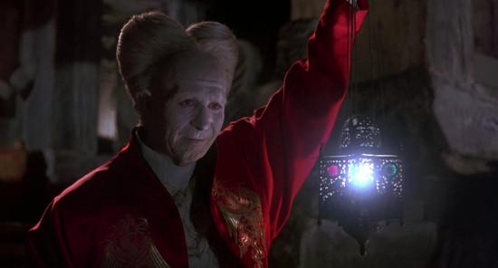 7.Dracula-Tunica-Detalle-Dragón. Drácula de Bram Stoker