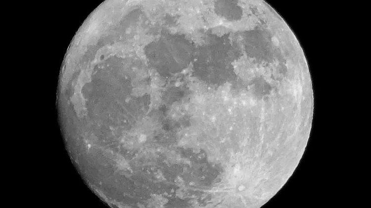 Fotografías de la luna llena de la Navidad 2015