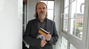 """Salvador Robles presenta """"Troya en las urnas"""" en el País Vasco"""
