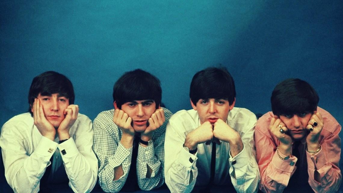 Yo, por Los Beatles, m-a-t-o. Un maníaco en el ascensor. Relato de Xavier Alcover, en su Mundo Misceláneo.