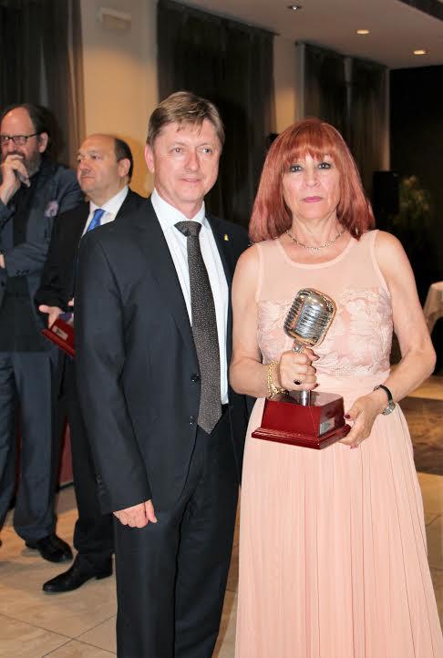 Enttrega de los premios Micrófono de los Informadores 2016. Karmen Garrido, colaboradora de Revista MoonMagazine, distinguida en la categoría Entrañables.