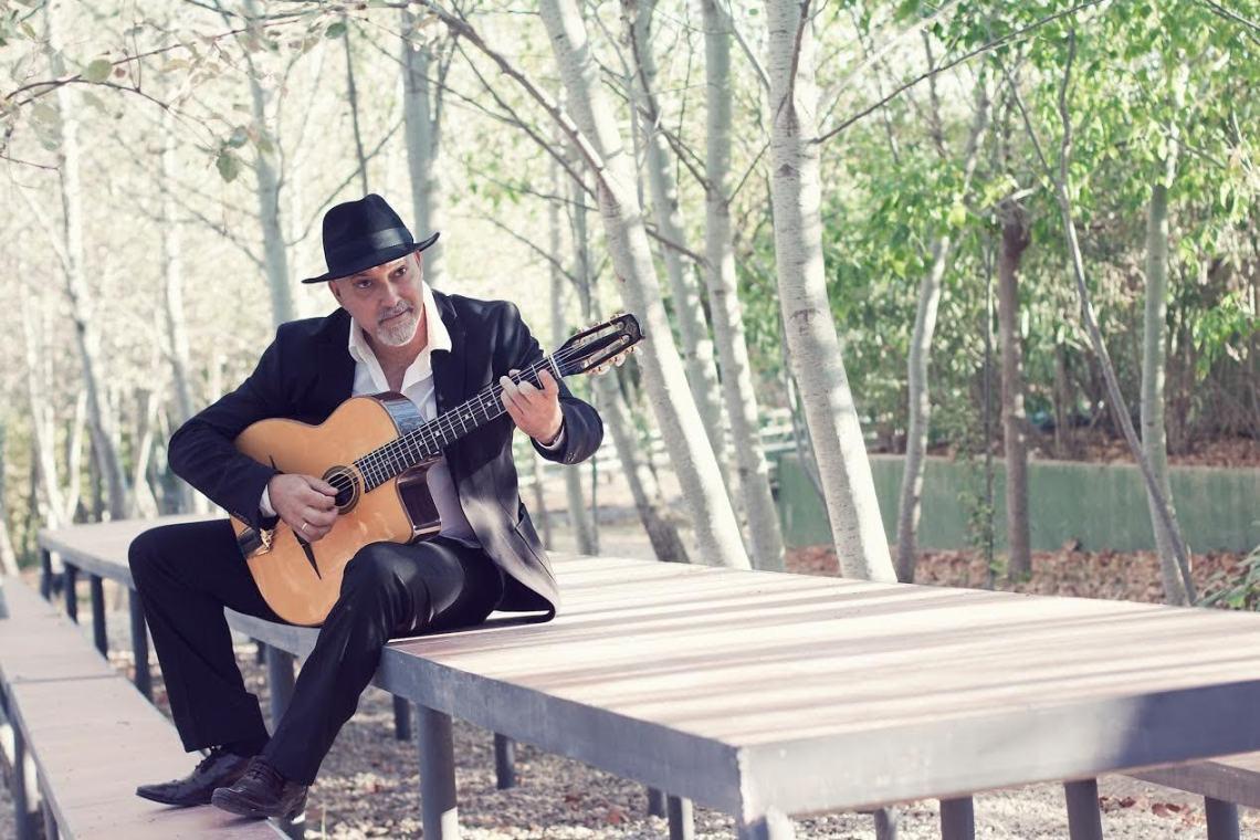 Paco Rivas.