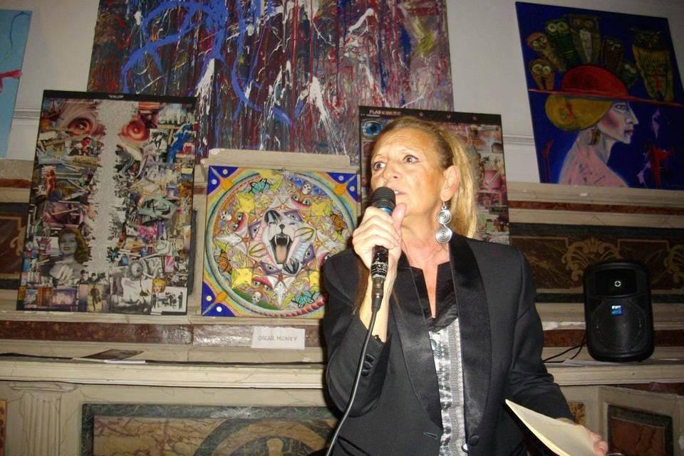 Anna Calvanese, perfomer independiente, contracultura y experimentación artística. Página con la biografía de la autora.
