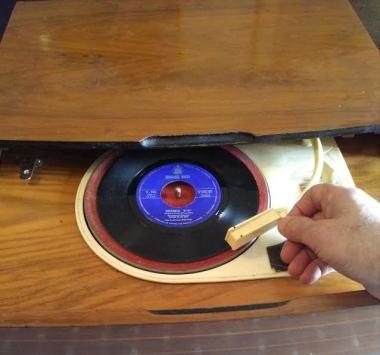 """Nueva sección """"El tocadiscos"""". Hoy, Neil Sedaka con su inolvidable """"Oh! Carol"""". Por J. J. Conde."""