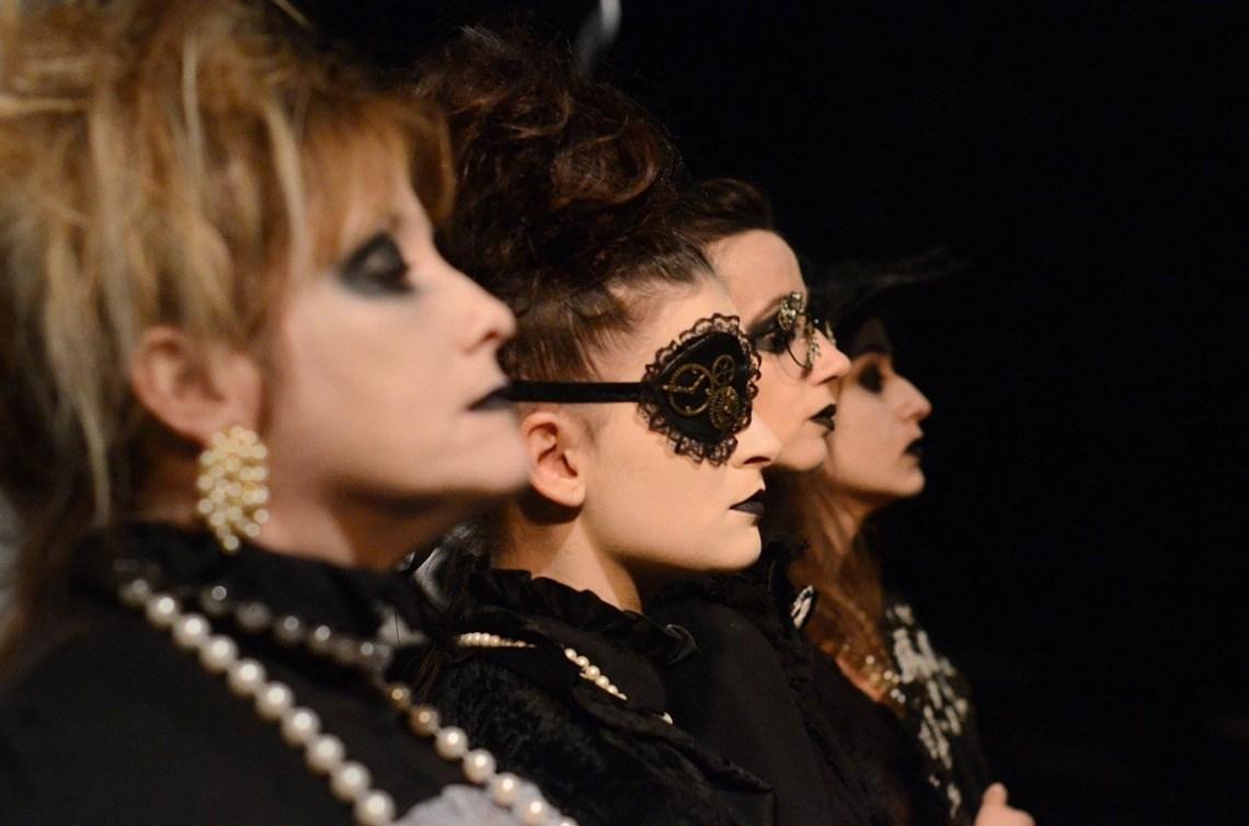 Elena Sanz, Leire Ormazábal, Elisa Martí y Romina Sánchez. Las tres solteronas con su madre de Doña Rosita la soltera. Foto: Carlos Manzanares