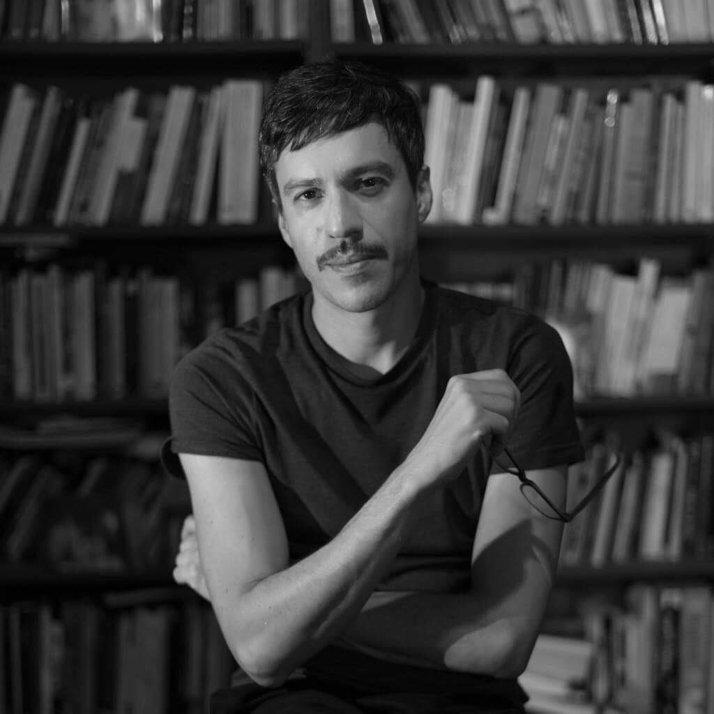 Enzo Maqueira: la calidad literaria como compromiso de honrar el oficio de escritor