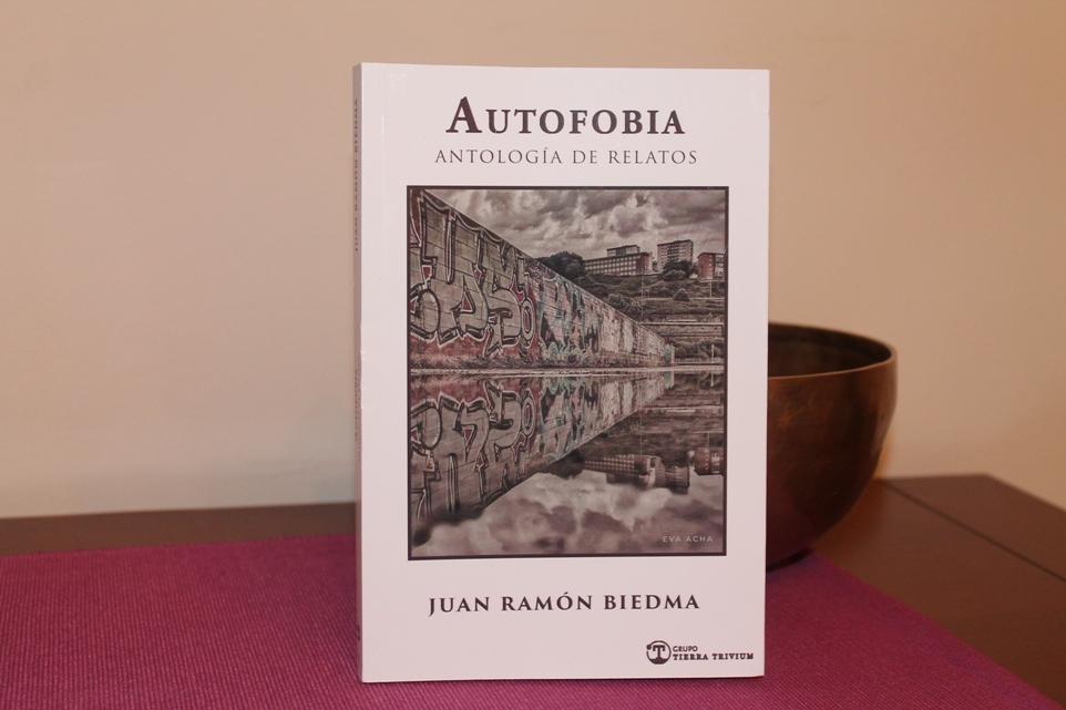 Autofobia: la impecable narrativa de Juan Ramón Biedma