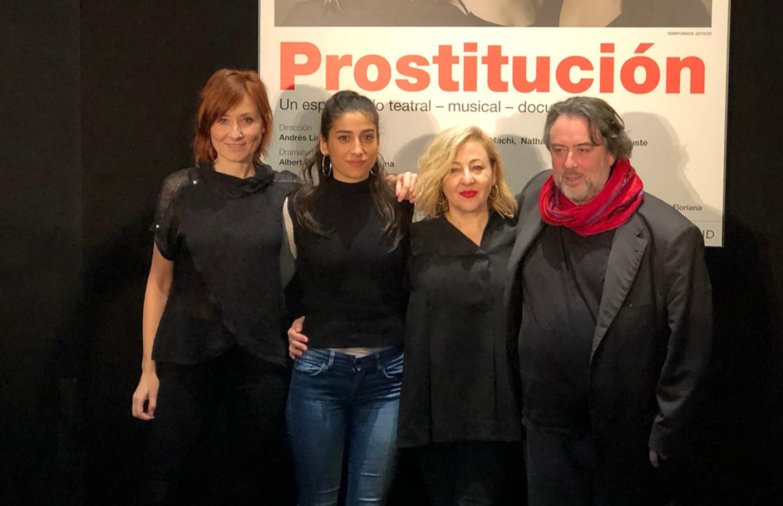 Nathalie Poza, Carolina Yuste y Carmen Machi con Andrés Lima.