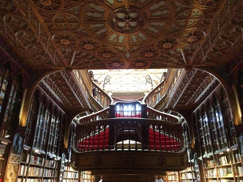 Librería Lello, el lugar donde coexisten belleza, arte y literatura