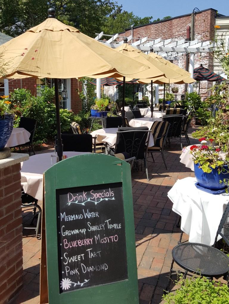 Theo's Taverna patio