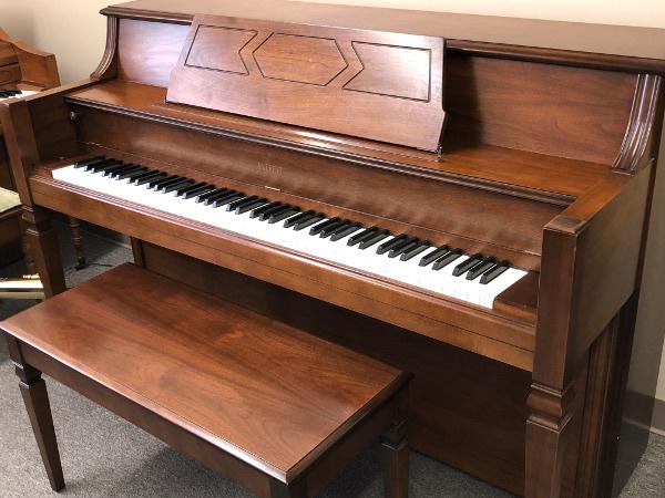 Everett Console Piano