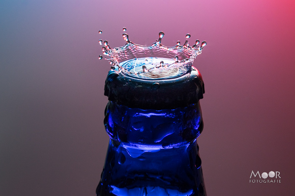 Woordloze Woensdag Flitslicht Bier Fles Kroon Water Splash Druppelfotografie