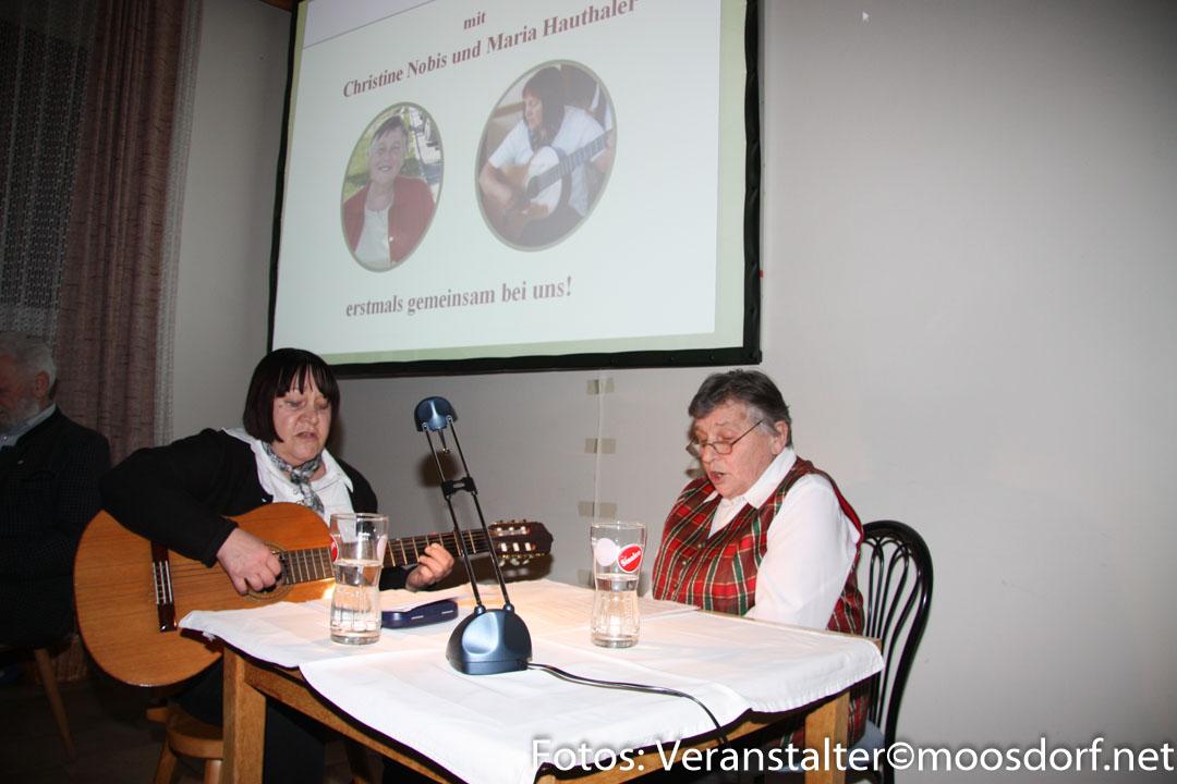 Musikalisch umrahmt von Christine und Maria 5