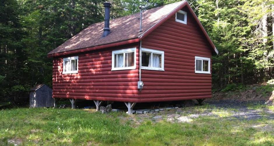 Maine Highlands Log Cabin Outside