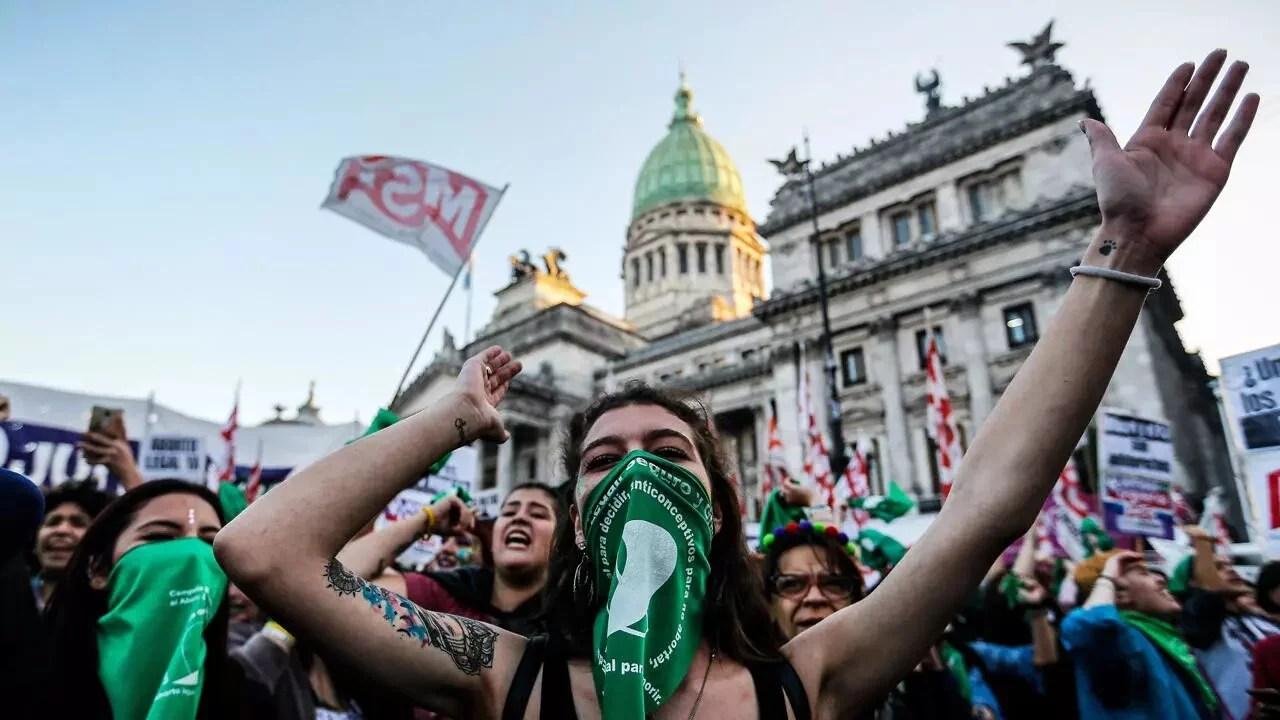 Argentina: Alberto Fernández promulga la ley que legaliza el aborto sin restricciones hasta la semana 14