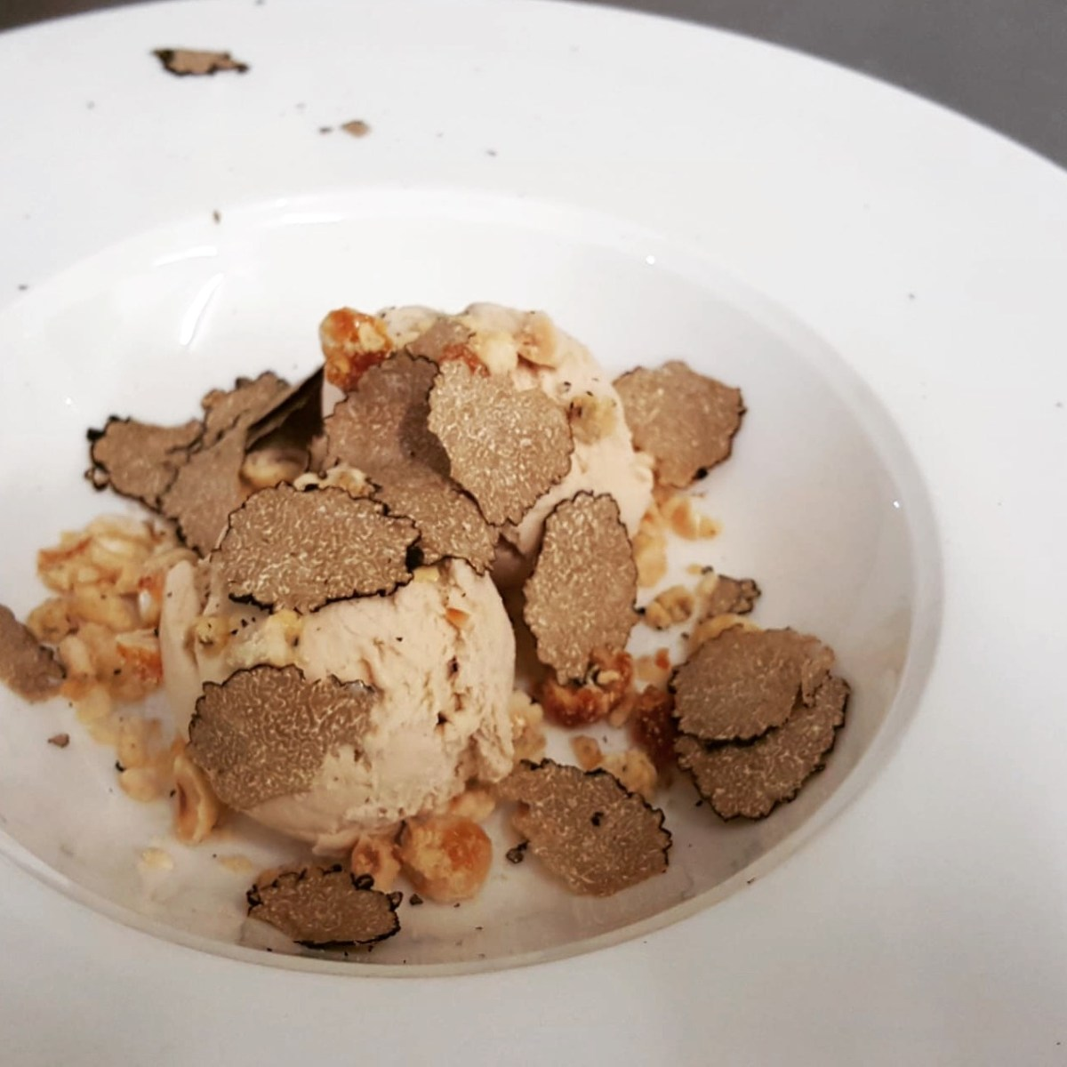 hazelnut ice cream with truffle