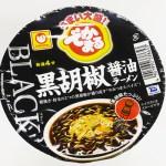 ヤミツキになるスパイシーさでボリューム感◎!「マルちゃん でかまる BLACK黒胡椒醤油ラーメン」