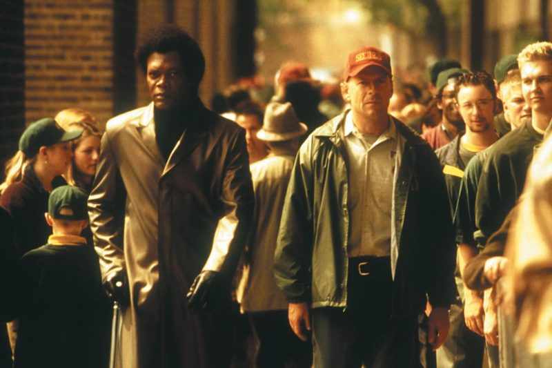 still-of-samuel-l.-jackson-and-bruce-willis-in-unbreakable-(2000)-large-picture