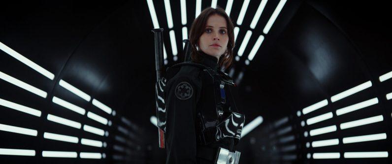 ¿Será que Jyn Erso se pasa al Lado Oscuro? ¿O es parte del plan para robar los planos de la Estrella de la Muerte?
