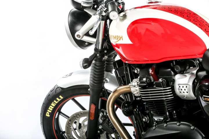 pirelli-phantom-sportscomp-dal-1977-ad-oggi-per-equipaggiare-la-nuova-famiglia-triumph-bonneville-triumph-street-twin-by-pirelli-6