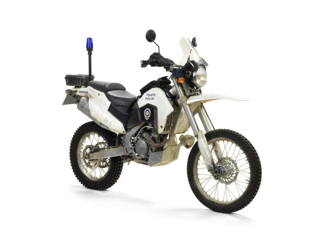 Honda-CRF250R-Motorcycle-Skyfall-James-Bond-1-1480x1073