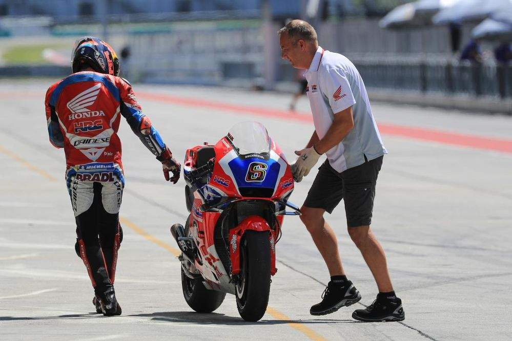 Bradl says that Pirelli tyres are causing the Honda Fireblade race bike to drop off the pace after a few laps.