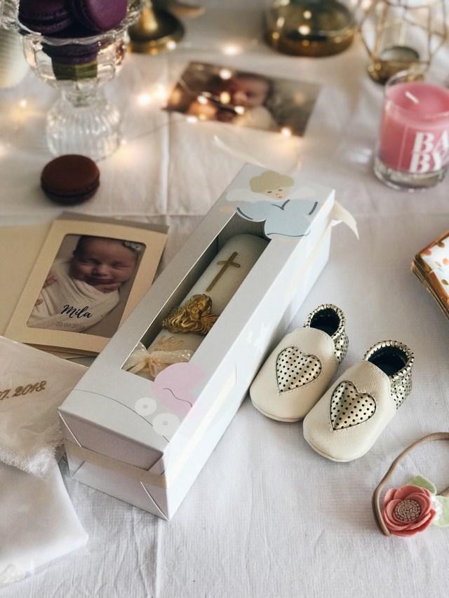 svijeća i cipelice za krštenje