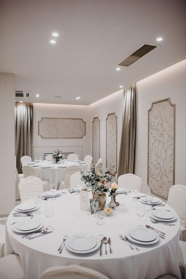 stol broj 1 bijela sala za vjenčanje