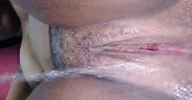 Video Of Naija Babe Getting Her Pussy Wet With Water